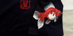 手描きTシャツのniko(ニコ) 琉金 金魚柄 手描きTシャツ ネイビー