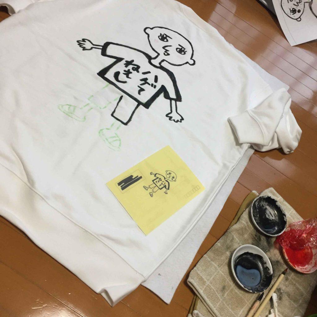 手描きのイラストからパーカーとトレーナーを制作。
