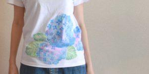 レディース 紫陽花柄Tシャツ、手描きで描いたアジサイの花柄Tシャツ、を追加しました。