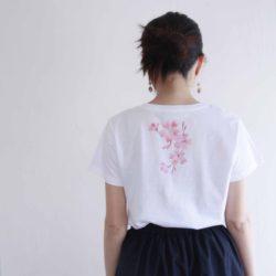 レディース コサージュ桜の花柄Tシャツ 春 ホワイト