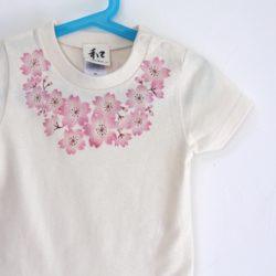 子供服 コサージュ桜柄手描きTシャツ ナチュラル