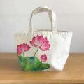 手描きで描いた蓮の花柄トートバッグを追加しました。