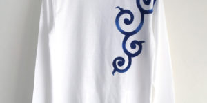 手描き唐草柄袖リブロングTシャツ ホワイト