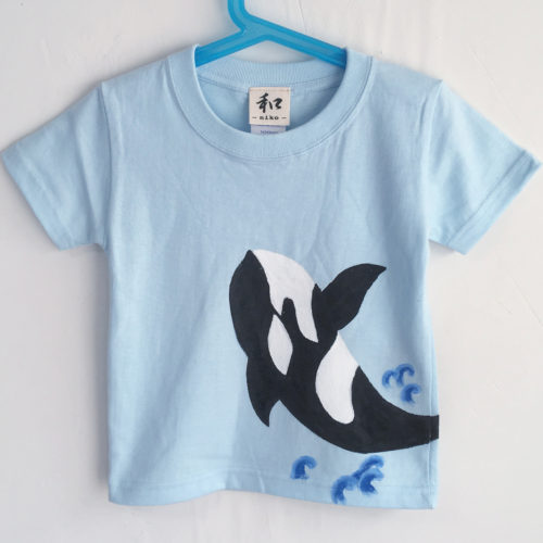 キッズ シャチ柄Tシャツ ブルー 手描きで描いたシャチのTシャツ
